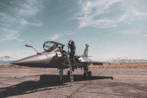 戦闘機 パイロット 年収